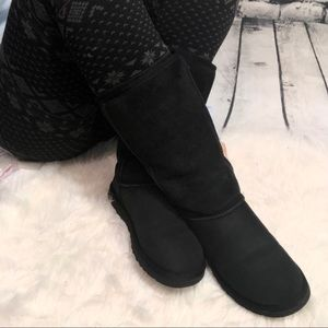 Ugg classic tall Sz 6 Black boots suede shearling